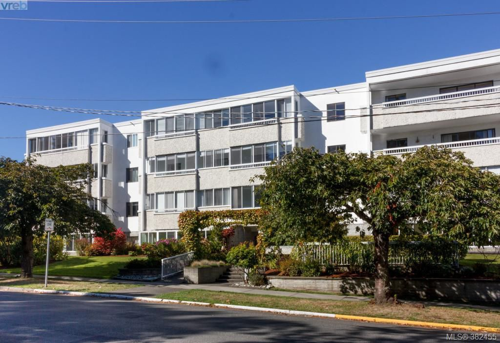 Main Photo: 204 1050 Park Boulevard in VICTORIA: Vi Fairfield West Condo Apartment for sale (Victoria)  : MLS®# 382455