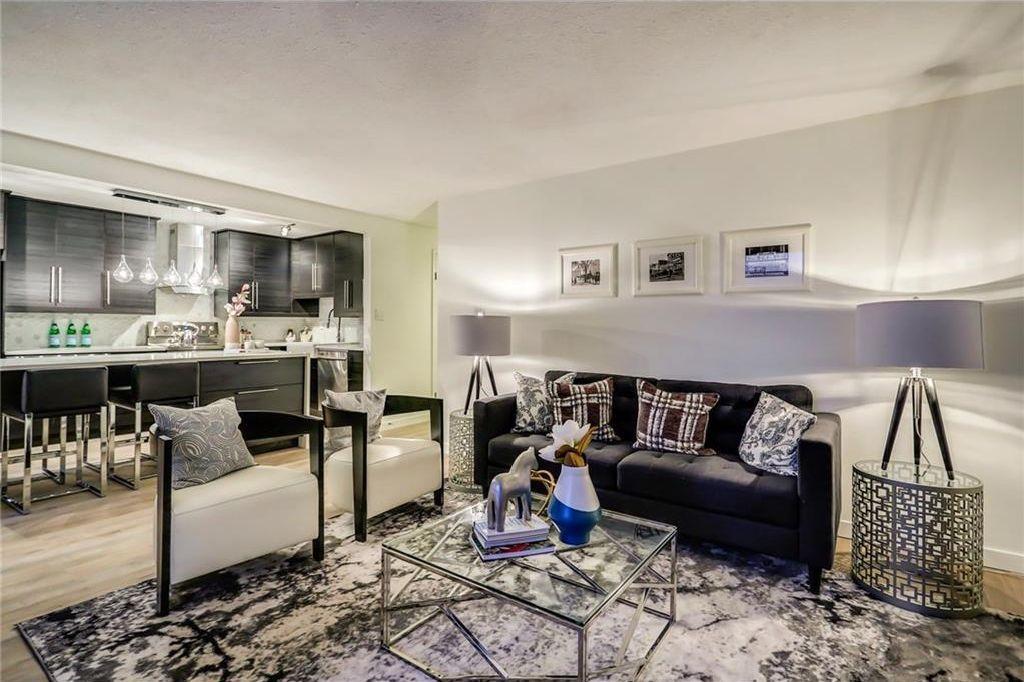 Main Photo: 204 1311 15 Avenue SW in Calgary: Beltline Condo for sale : MLS®# C4163277
