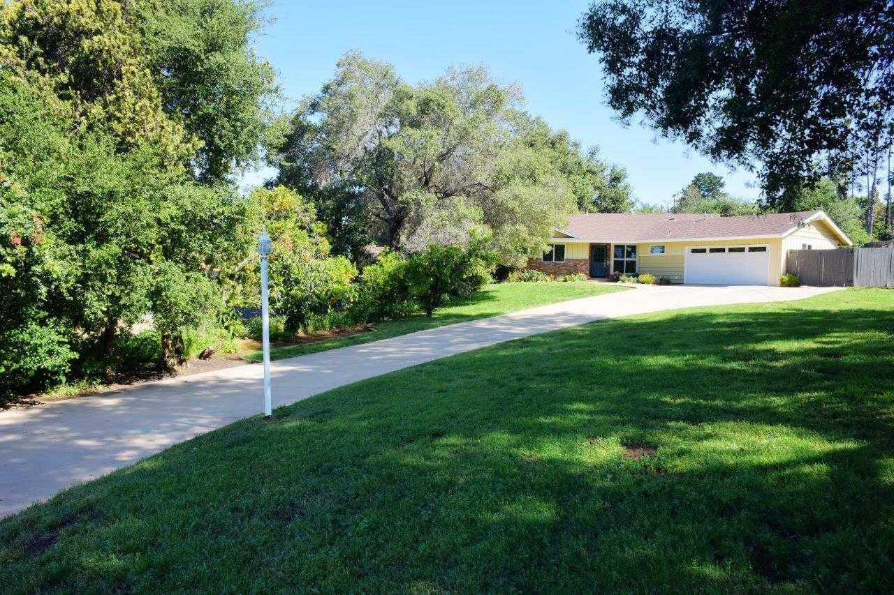 Main Photo: SOUTHWEST ESCONDIDO House for sale : 3 bedrooms : 652 Clarence Lane in Escondido