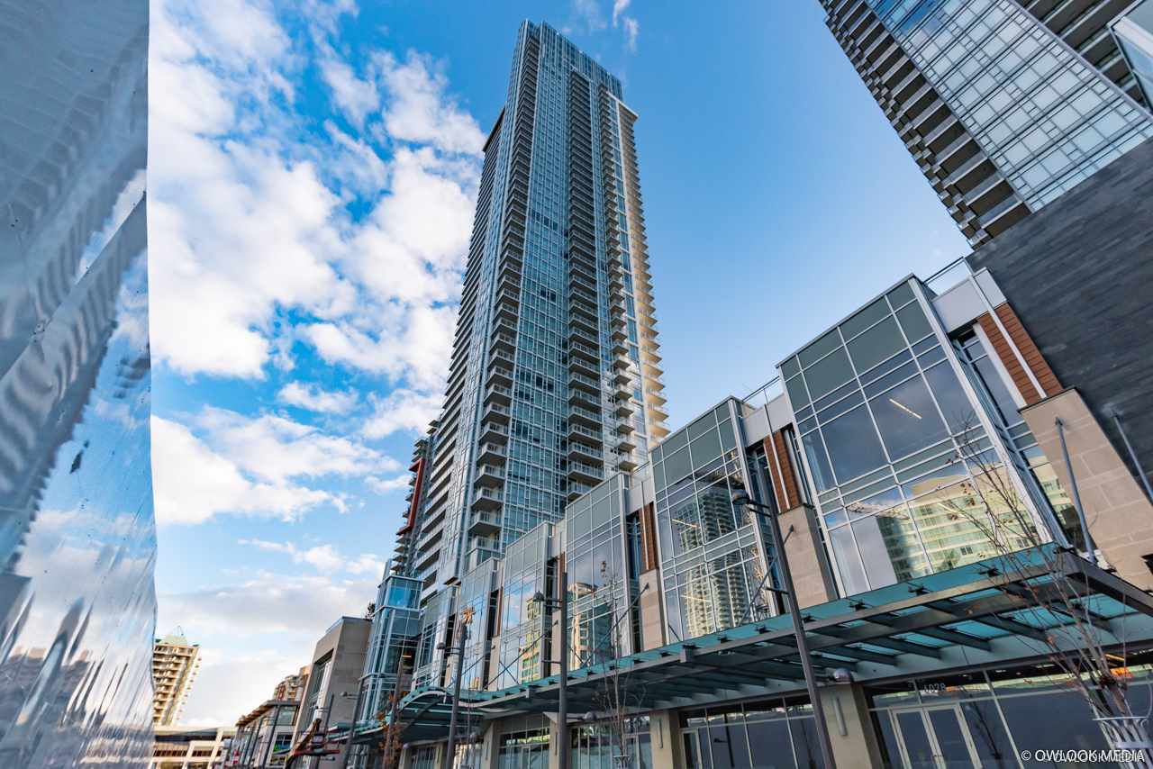 """Main Photo: 2206 4670 ASSEMBLY Way in Burnaby: Metrotown Condo for sale in """"STATION SQUARE 2"""" (Burnaby South)  : MLS®# R2347392"""