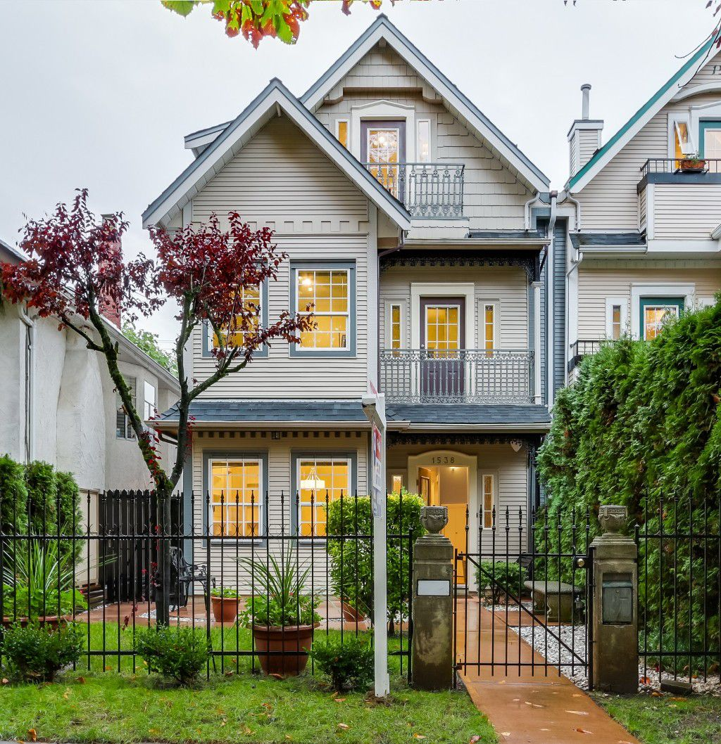 Main Photo: 1538 E 10TH Avenue in Vancouver: Grandview VE House 1/2 Duplex for sale (Vancouver East)  : MLS®# V1092394