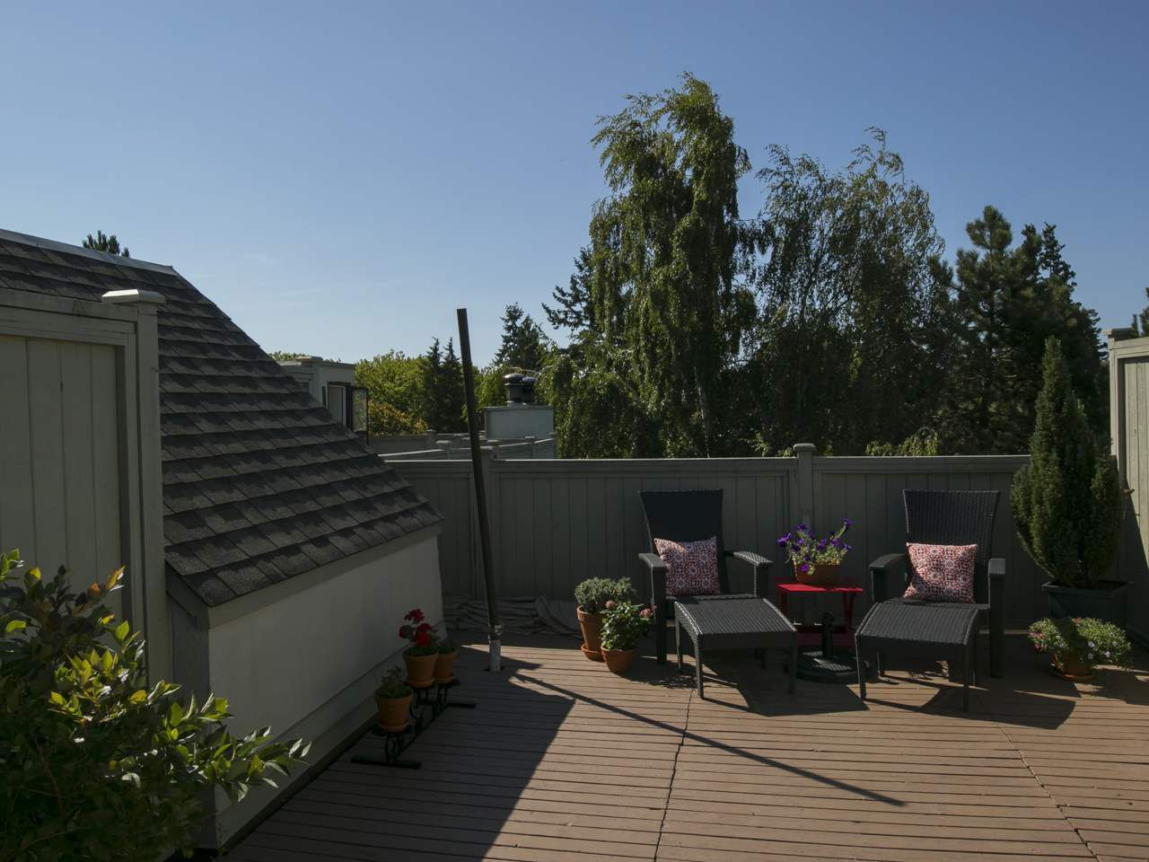 """Main Photo: 17 3437 W 4TH Avenue in Vancouver: Kitsilano Townhouse for sale in """"Waterwood Court"""" (Vancouver West)  : MLS®# R2055297"""
