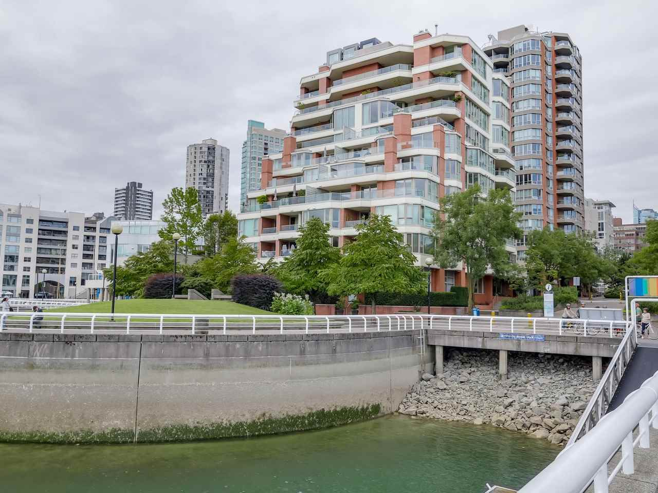 "Main Photo: 800 1675 HORNBY Street in Vancouver: Yaletown Condo for sale in ""SEAWALK SOUTH"" (Vancouver West)  : MLS®# R2083569"