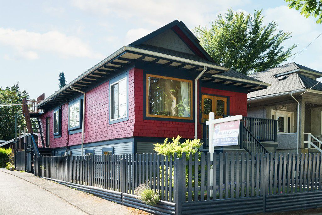 "Main Photo: 1021 SEMLIN Drive in Vancouver: Grandview VE House for sale in ""COMMERCIAL DRIVE"" (Vancouver East)  : MLS®# R2086494"