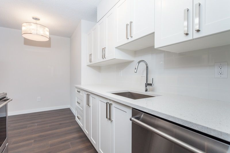"Main Photo: 216 265 E 15TH Avenue in Vancouver: Mount Pleasant VE Condo for sale in ""The Woodglen"" (Vancouver East)  : MLS®# R2102685"