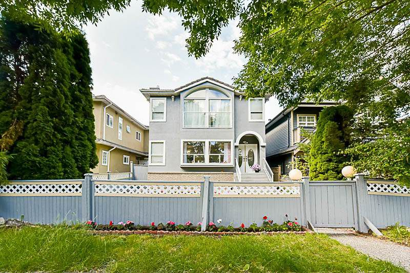 Main Photo: 520 E 16TH Avenue in Vancouver: Fraser VE House for sale (Vancouver East)  : MLS®# R2181126
