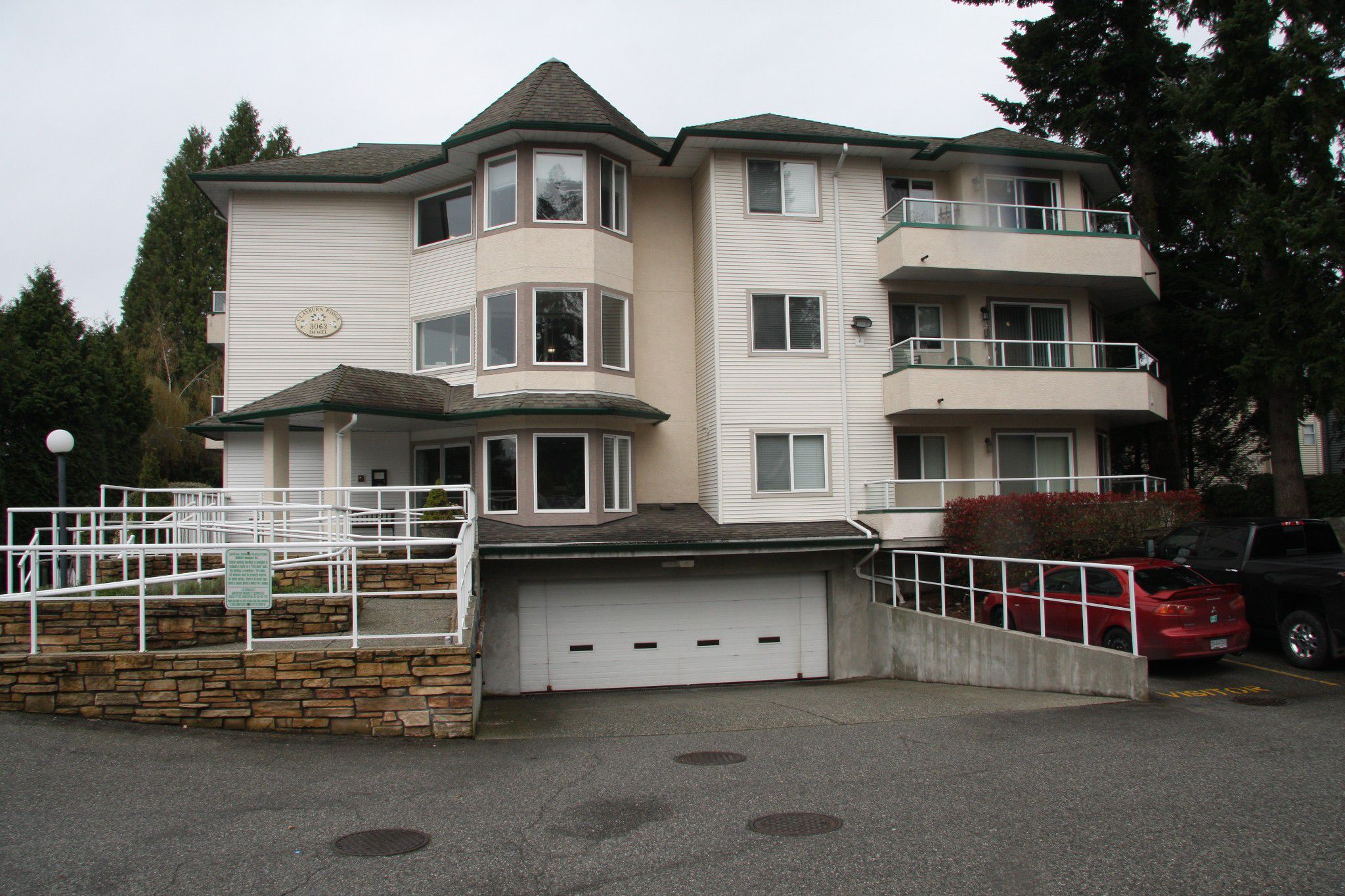 Main Photo: 309 3063 Immel Street in Abbotsford: Condo for sale : MLS®# R2257428