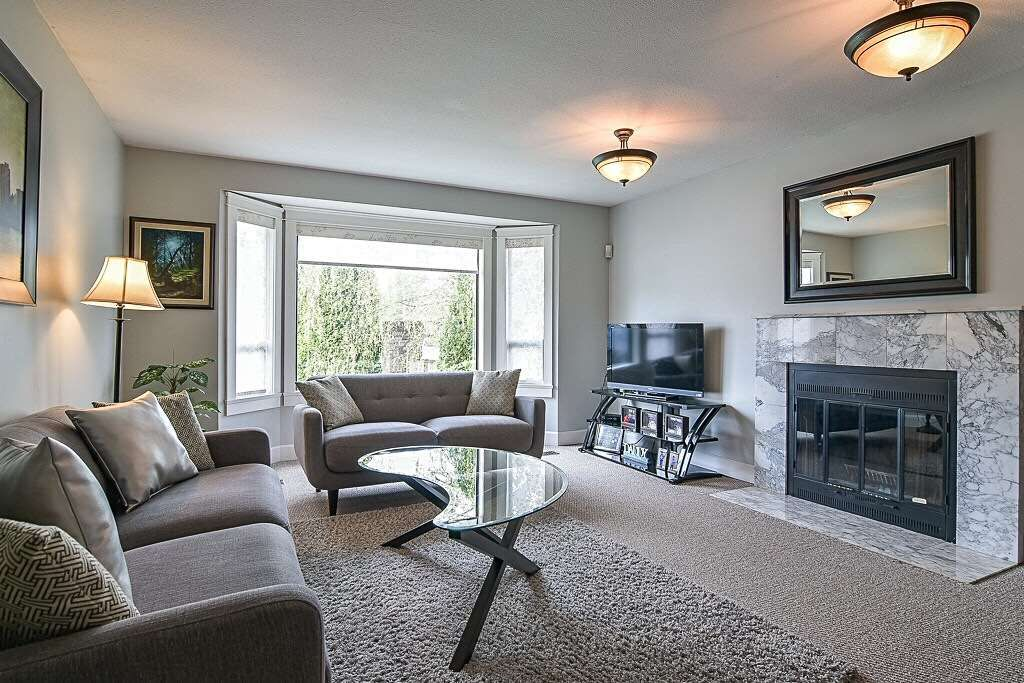 Main Photo: 15584 96B Avenue in Surrey: Guildford House for sale (North Surrey)  : MLS®# R2356565