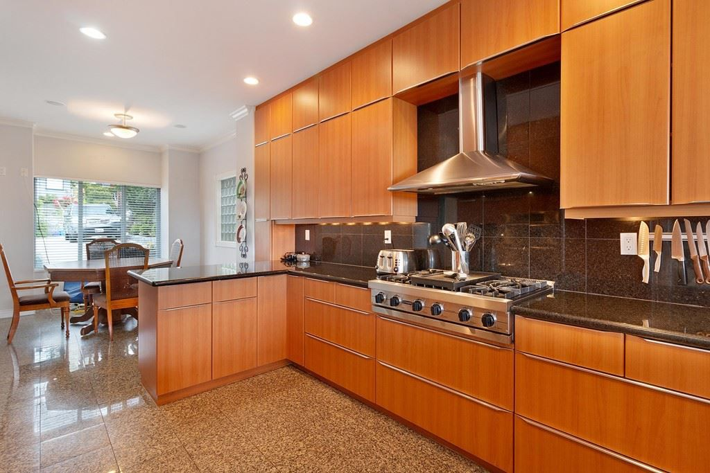 Photo 7: Photos: 121 E ST. JAMES Road in North Vancouver: Upper Lonsdale House for sale : MLS®# R2365362