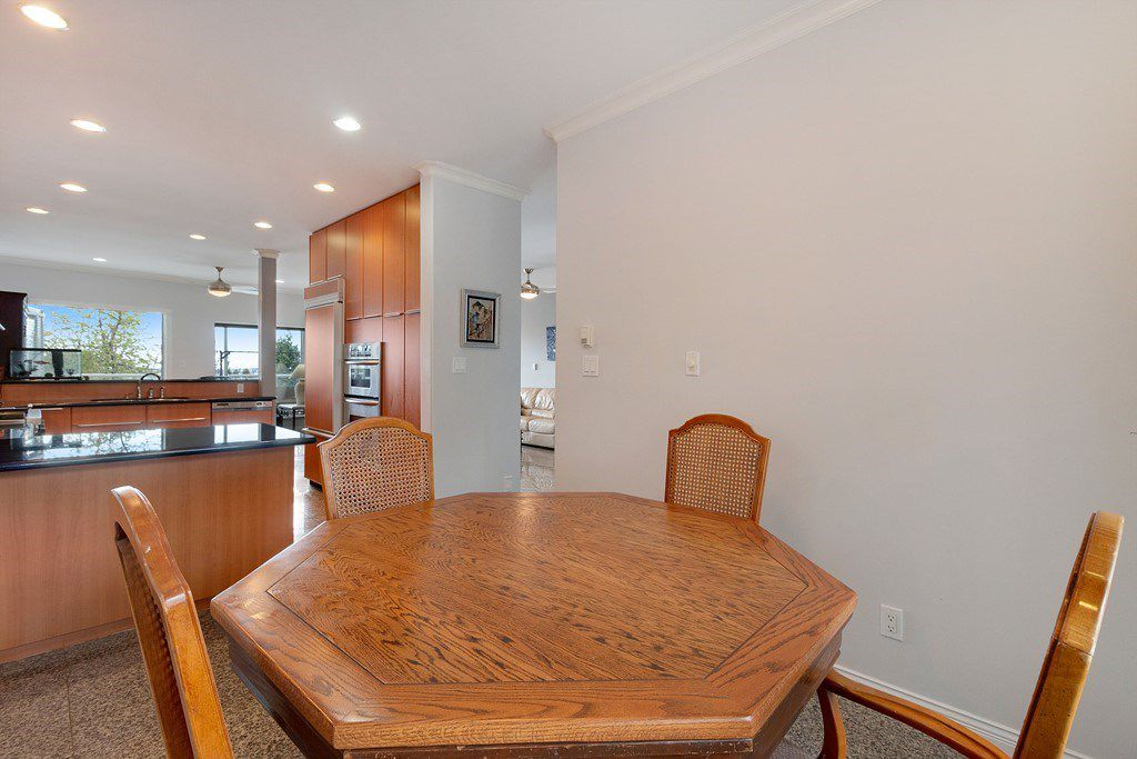 Photo 10: Photos: 121 E ST. JAMES Road in North Vancouver: Upper Lonsdale House for sale : MLS®# R2365362