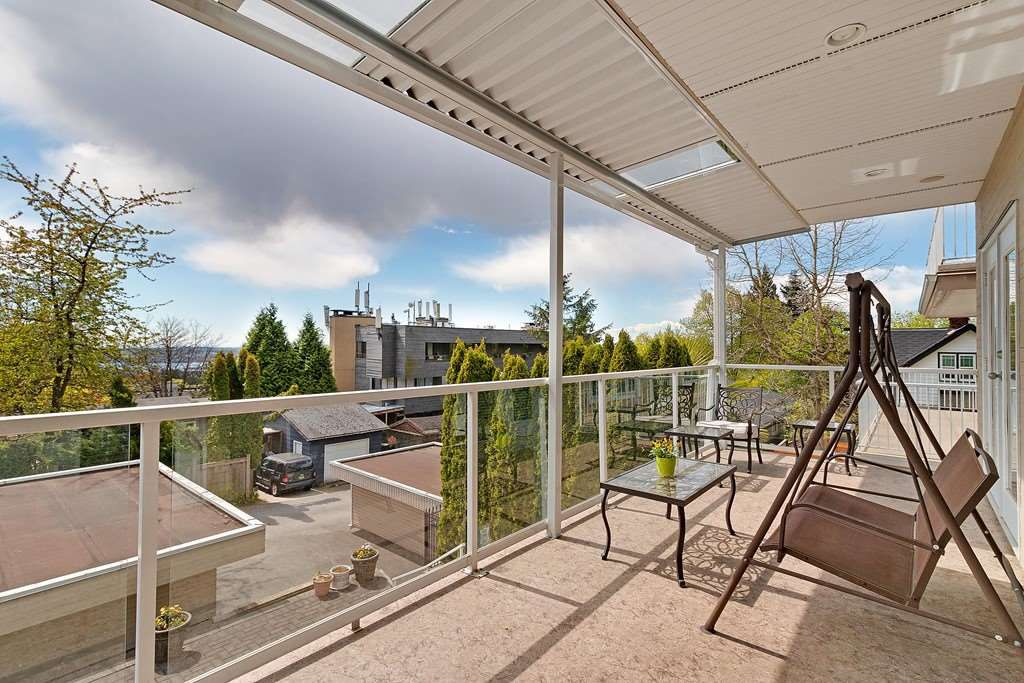 Photo 5: Photos: 121 E ST. JAMES Road in North Vancouver: Upper Lonsdale House for sale : MLS®# R2365362