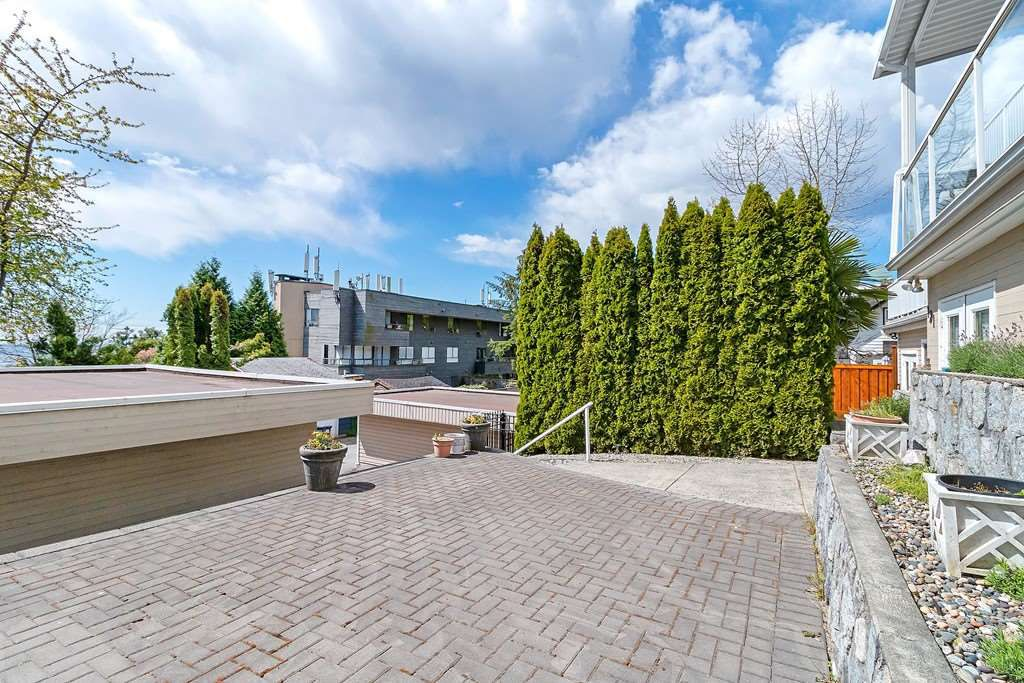 Photo 19: Photos: 121 E ST. JAMES Road in North Vancouver: Upper Lonsdale House for sale : MLS®# R2365362