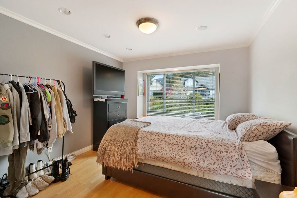 Photo 16: Photos: 121 E ST. JAMES Road in North Vancouver: Upper Lonsdale House for sale : MLS®# R2365362
