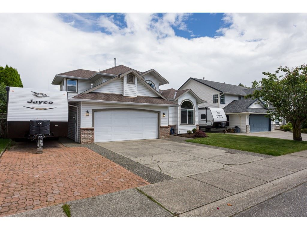 "Main Photo: 35443 LETHBRIDGE Drive in Abbotsford: Abbotsford East House for sale in ""Sandyhill"" : MLS®# R2378218"