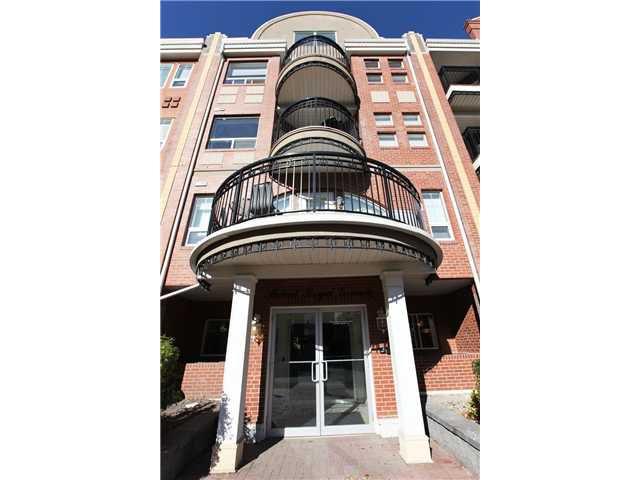 Main Photo: 205 838 19 Avenue SW in CALGARY: Lower Mount Royal Condo for sale (Calgary)  : MLS®# C3599232