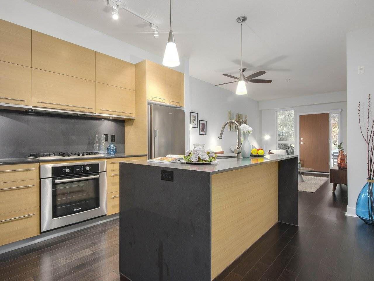 """Main Photo: 105 2020 W 12TH Avenue in Vancouver: Kitsilano Condo for sale in """"2020"""" (Vancouver West)  : MLS®# R2180018"""