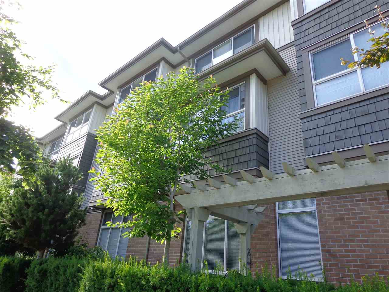 """Main Photo: 13 15353 100 Avenue in Surrey: Guildford Townhouse for sale in """"SOUL OF GUILDFORD"""" (North Surrey)  : MLS®# R2189078"""