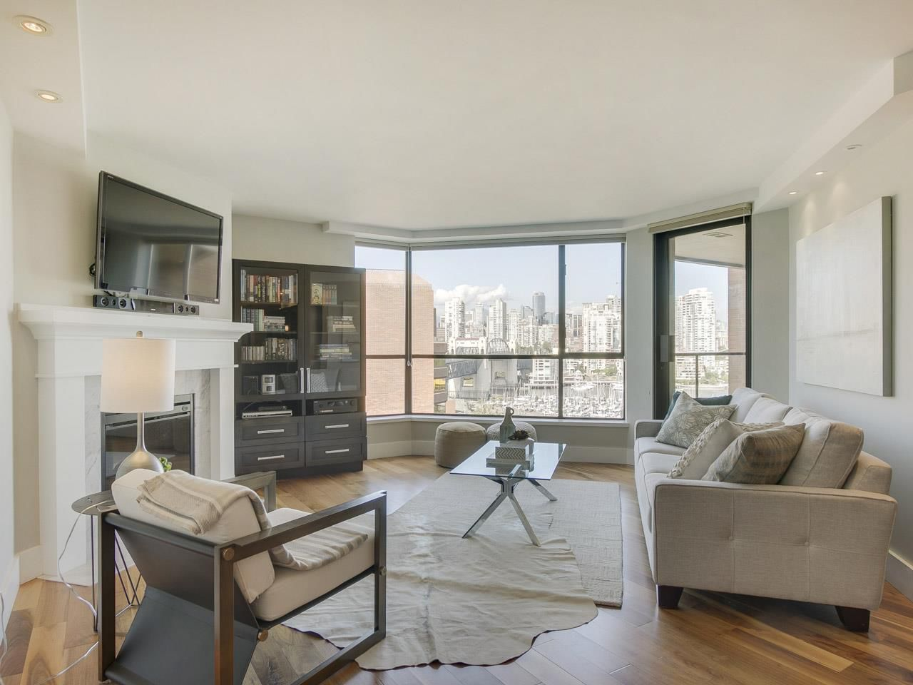 """Main Photo: 1005 1450 PENNYFARTHING Drive in Vancouver: False Creek Condo for sale in """"Harbour Cove Phase One"""" (Vancouver West)  : MLS®# R2197215"""