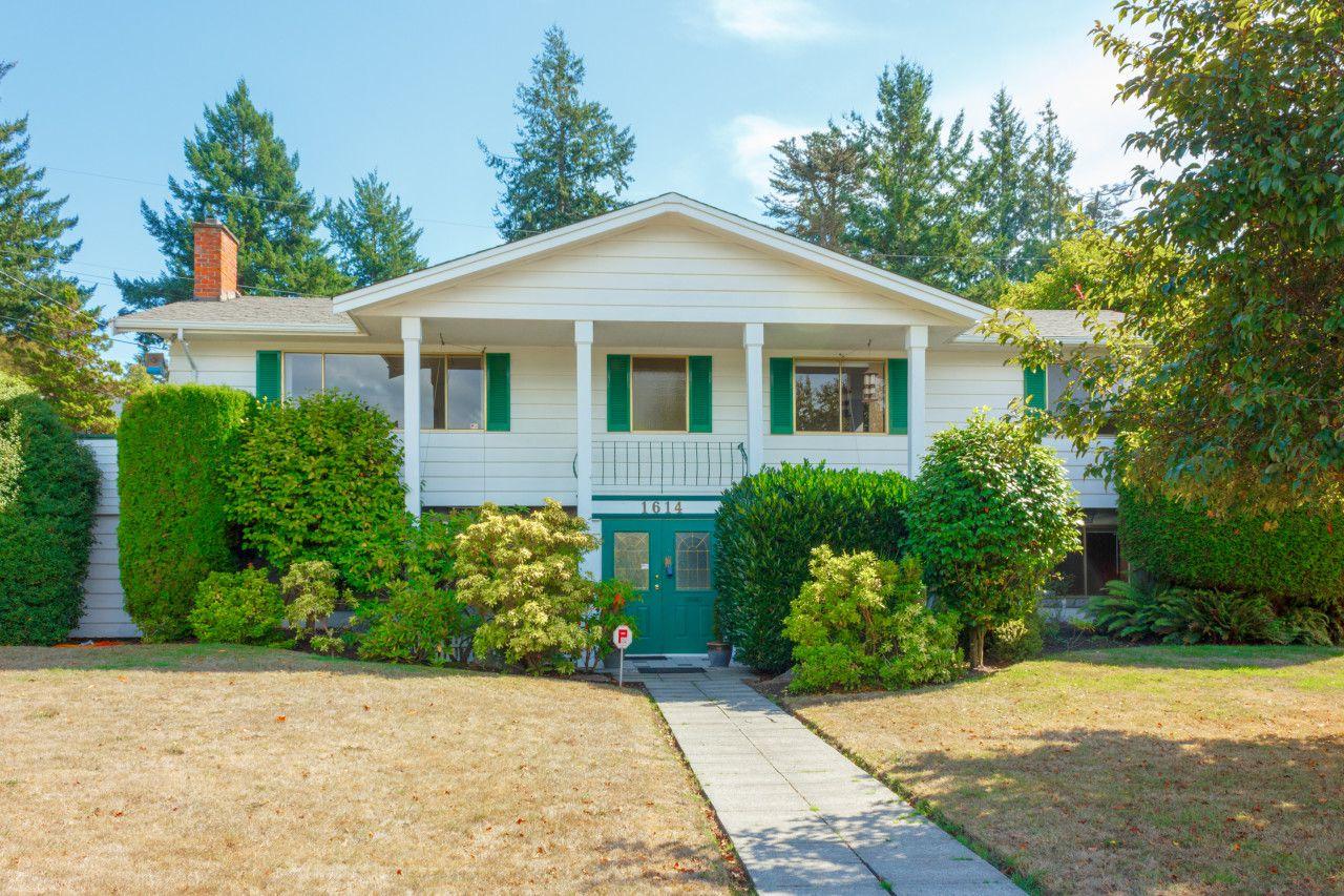 Main Photo: 1614 Mileva Lane in VICTORIA: SE Gordon Head Single Family Detached for sale (Saanich East)  : MLS®# 399515