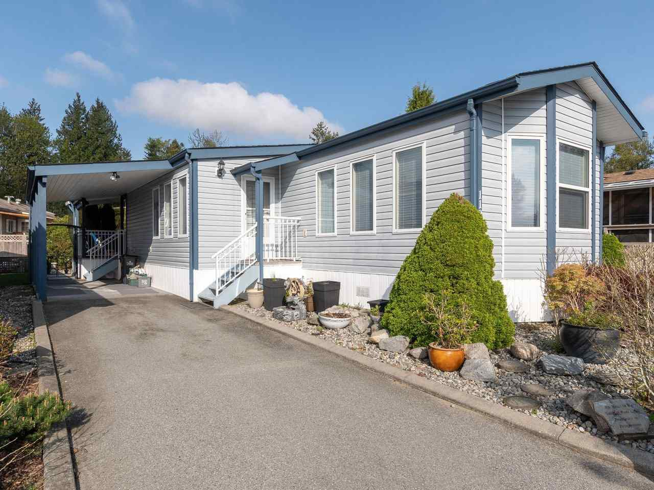 Popular 'Meadows Highland Co-operative Park', 2004 built manufactured home, 1115sq.ft, 2 bedroom, 2 bath & air conditioning...Room to park 3 cars!