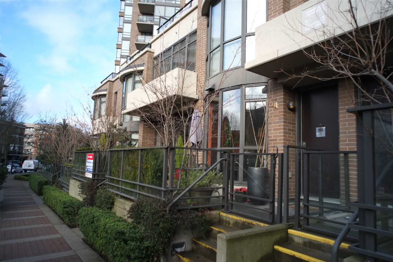 "Main Photo: 162 W 1ST Street in North Vancouver: Lower Lonsdale Townhouse for sale in ""ONE PARK LANE"" : MLS®# R2024415"