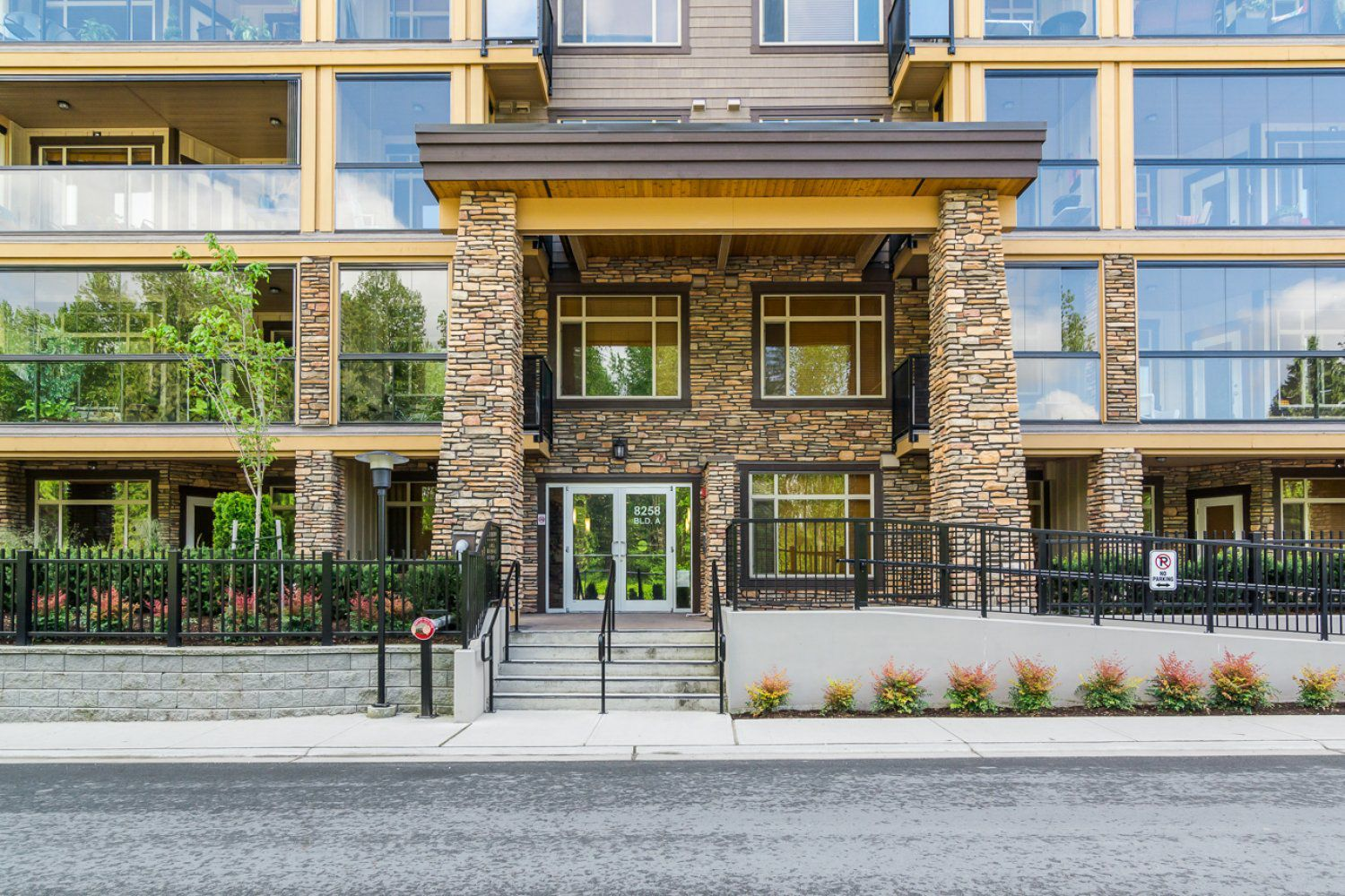 """Photo 4: Photos: 509 8258 207A Street in Langley: Willoughby Heights Condo for sale in """"YORKSON CREEK (BLG A)"""" : MLS®# R2221052"""