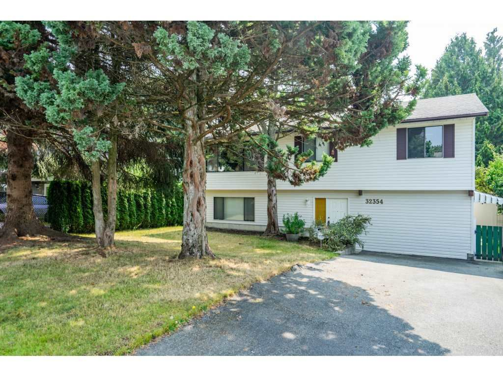 Main Photo: 32354 PTARMIGAN Drive in Mission: Mission BC House for sale : MLS®# R2297883