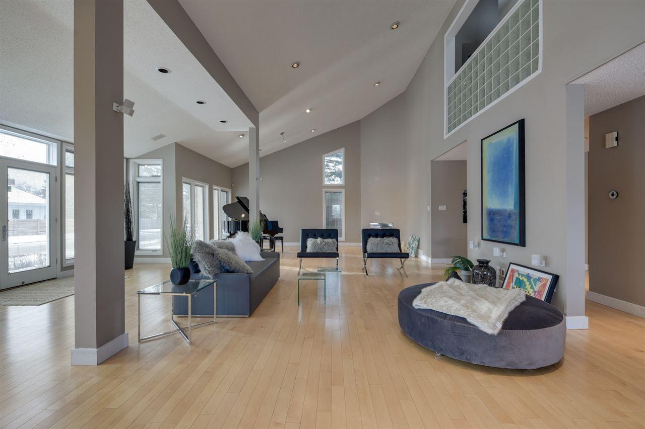Main Photo: 14002 95 Avenue in Edmonton: Zone 10 House for sale : MLS®# E4149192