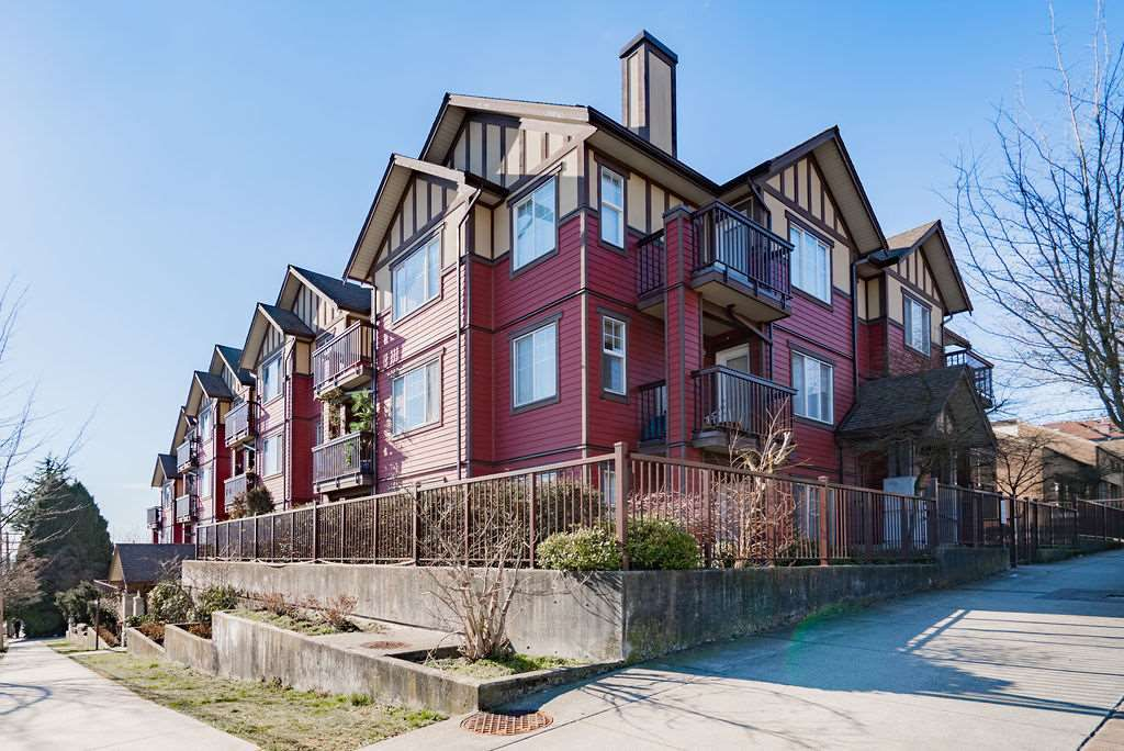 """Main Photo: 301 1205 FIFTH Avenue in New Westminster: Uptown NW Condo for sale in """"River Vista"""" : MLS®# R2356952"""