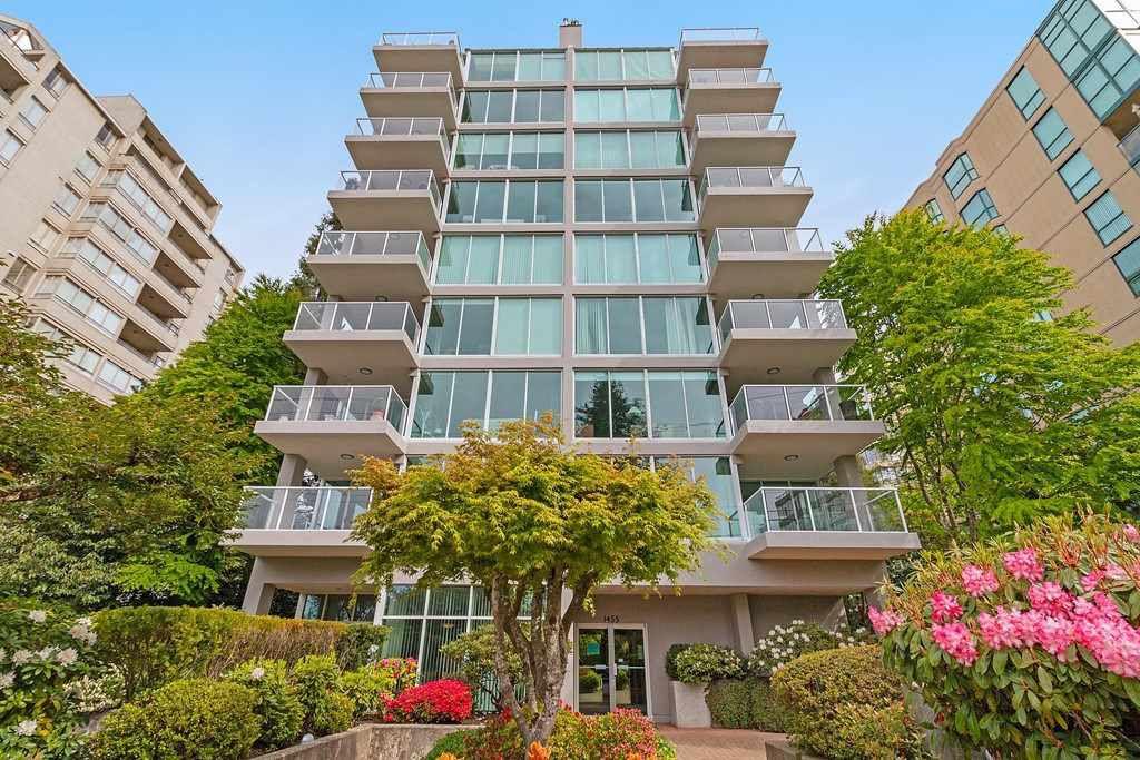 Main Photo: 401 1455 DUCHESS Avenue in West Vancouver: Ambleside Condo for sale : MLS®# R2364582