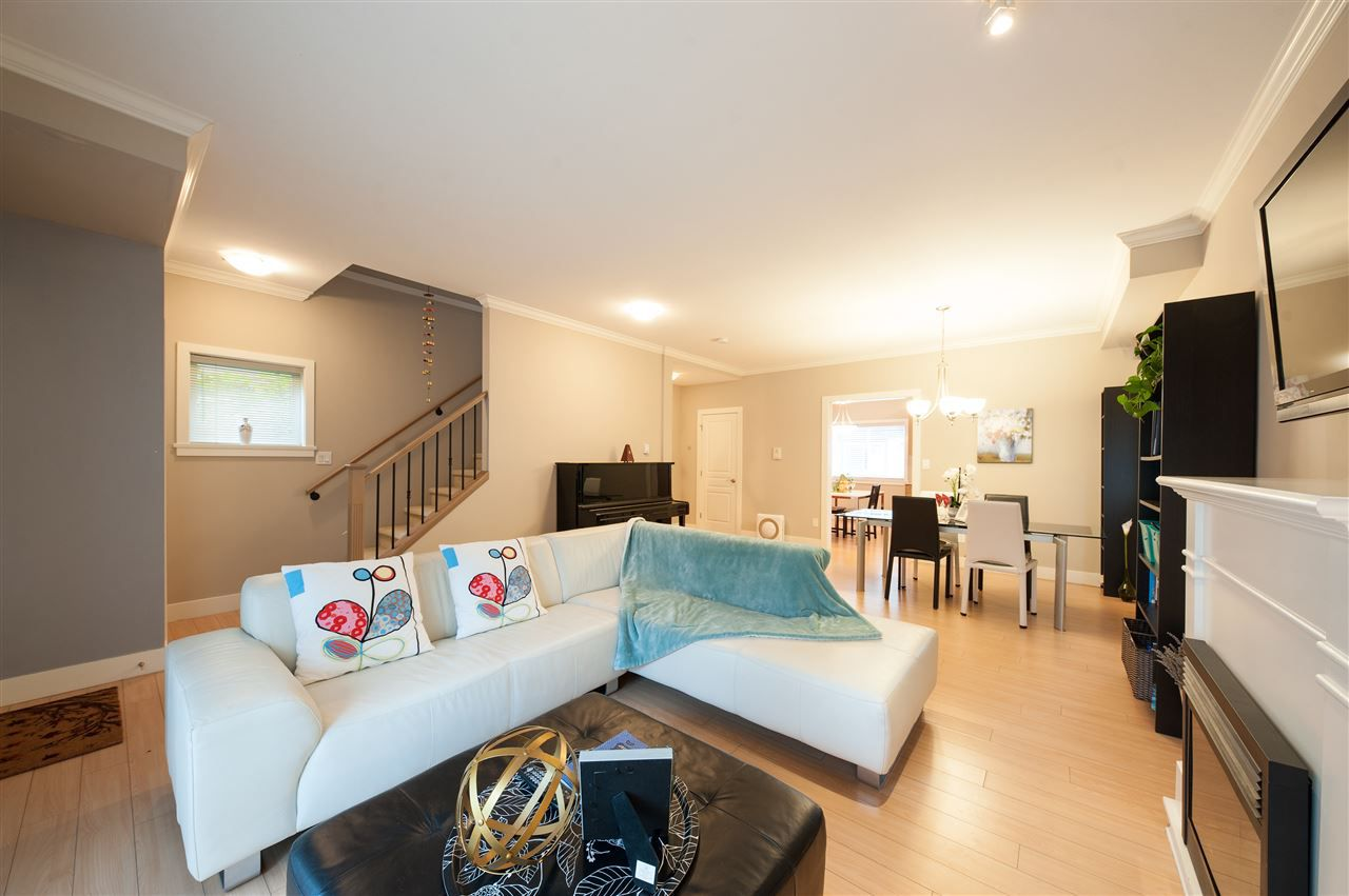 Photo 4: Photos: 5 2115 SPRING Street in Port Moody: Port Moody Centre Townhouse for sale : MLS®# R2370282