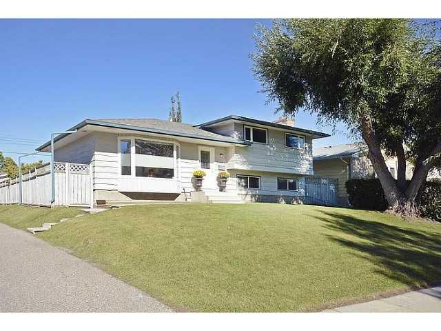 Main Photo: 1404 LAKE MICHIGAN Crescent SE in CALGARY: Lk Bonavista Downs Residential Detached Single Family for sale (Calgary)  : MLS®# C3635964