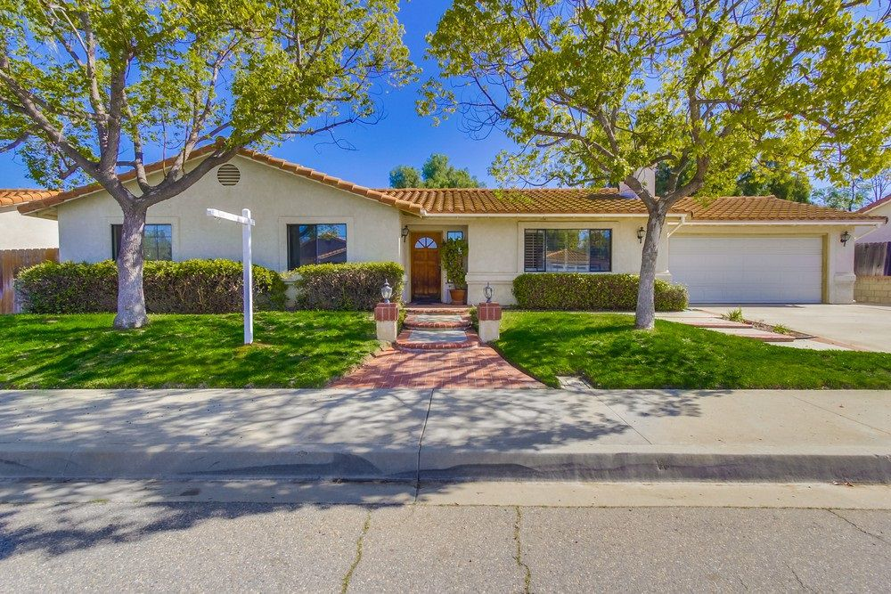 Main Photo: EAST ESCONDIDO House for sale : 3 bedrooms : 304 Lion Valley in Escondido
