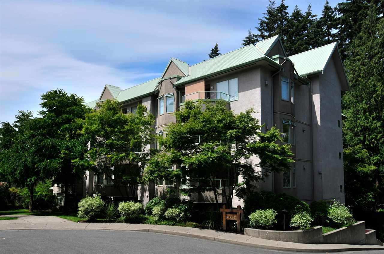 "Main Photo: 303 6737 STATION HILL Court in Burnaby: South Slope Condo for sale in ""THE COURTYARDS"" (Burnaby South)  : MLS®# R2077188"