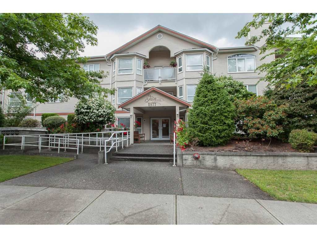 """Main Photo: 105 5977 177B Street in Surrey: Cloverdale BC Condo for sale in """"The Stetson"""" (Cloverdale)  : MLS®# R2081566"""