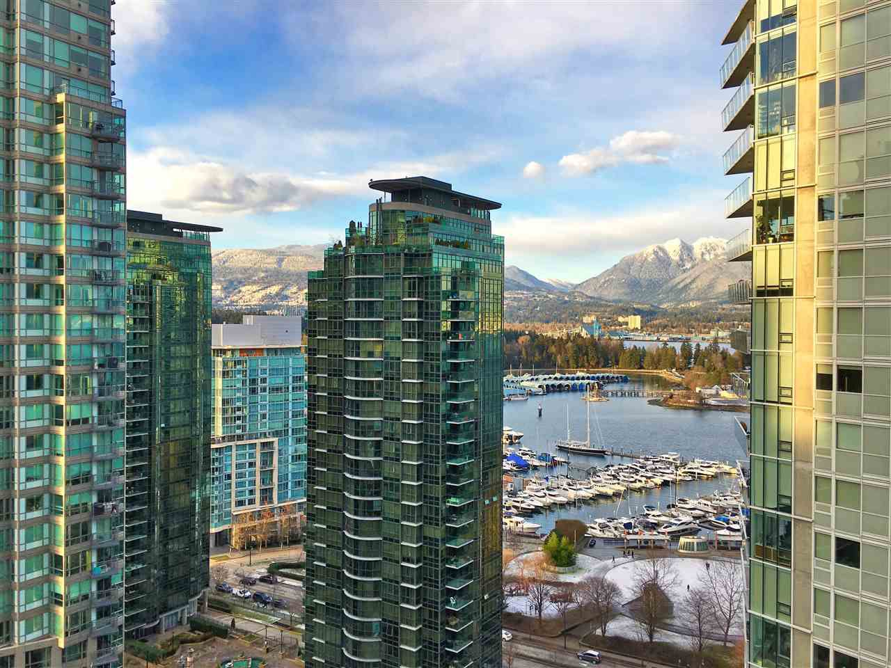 """Main Photo: 2102 1238 MELVILLE Street in Vancouver: Coal Harbour Condo for sale in """"POINT CLAIRE"""" (Vancouver West)  : MLS®# R2144697"""