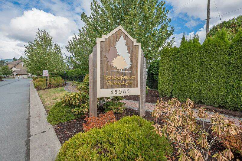 """Main Photo: 39 45085 WOLFE Road in Chilliwack: Chilliwack W Young-Well Townhouse for sale in """"Townsend Terrace"""" : MLS®# R2207128"""