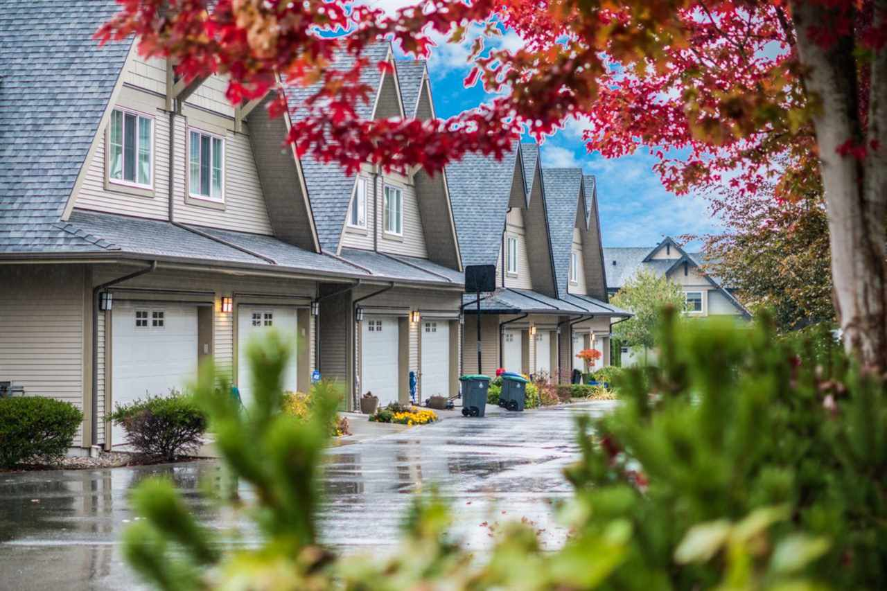"""Main Photo: 224 2501 161A Street in Surrey: Grandview Surrey Townhouse for sale in """"Highland Park"""" (South Surrey White Rock)  : MLS®# R2215662"""