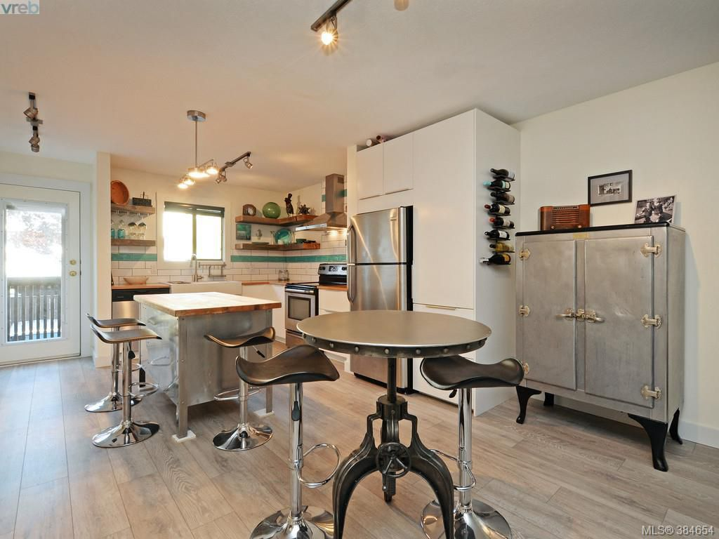 Main Photo: 2 1119 View Street in VICTORIA: Vi Downtown Townhouse for sale (Victoria)  : MLS®# 384654
