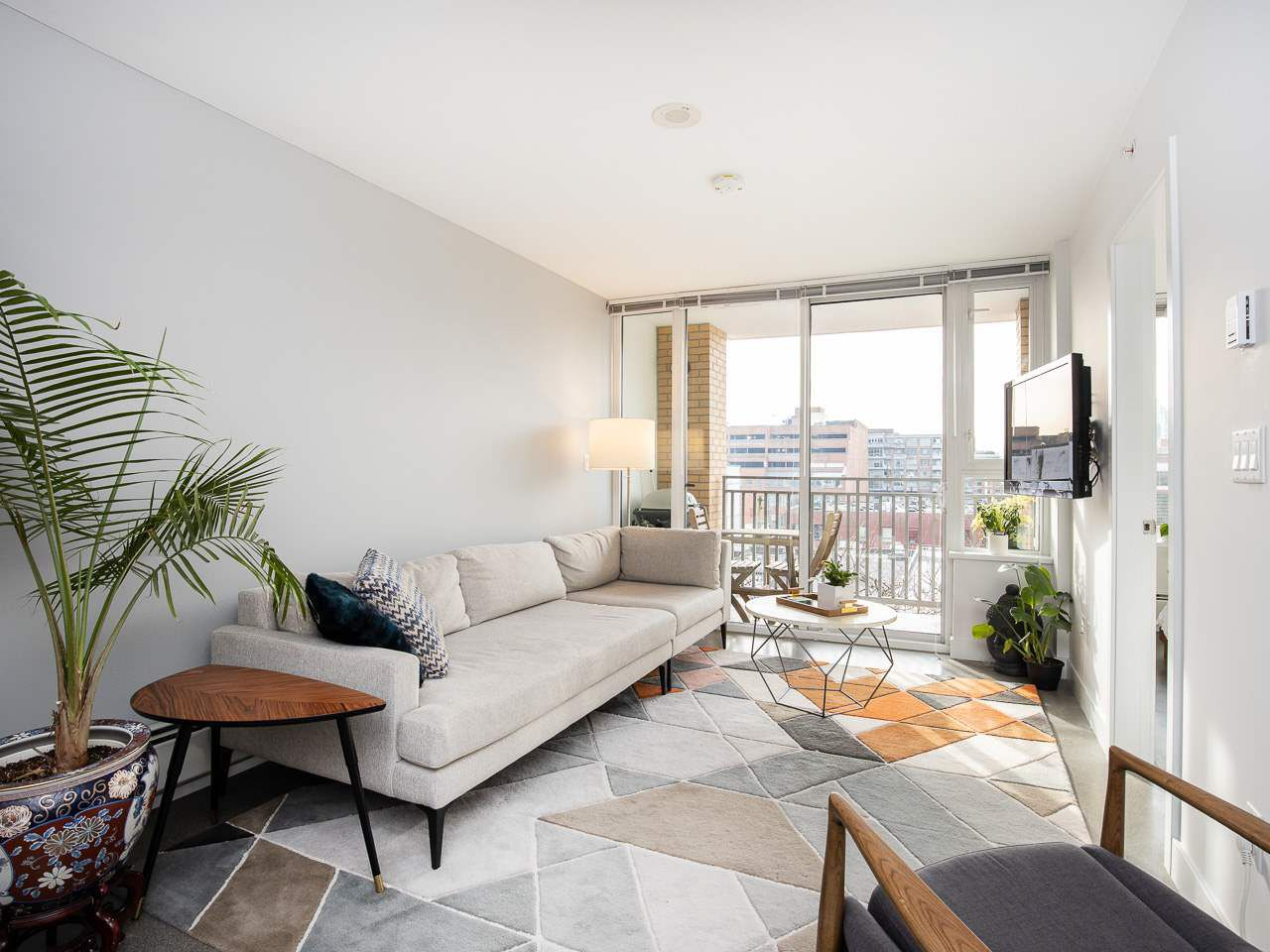 """Main Photo: 603 231 E PENDER Street in Vancouver: Mount Pleasant VE Condo for sale in """"Framework"""" (Vancouver East)  : MLS®# R2340301"""