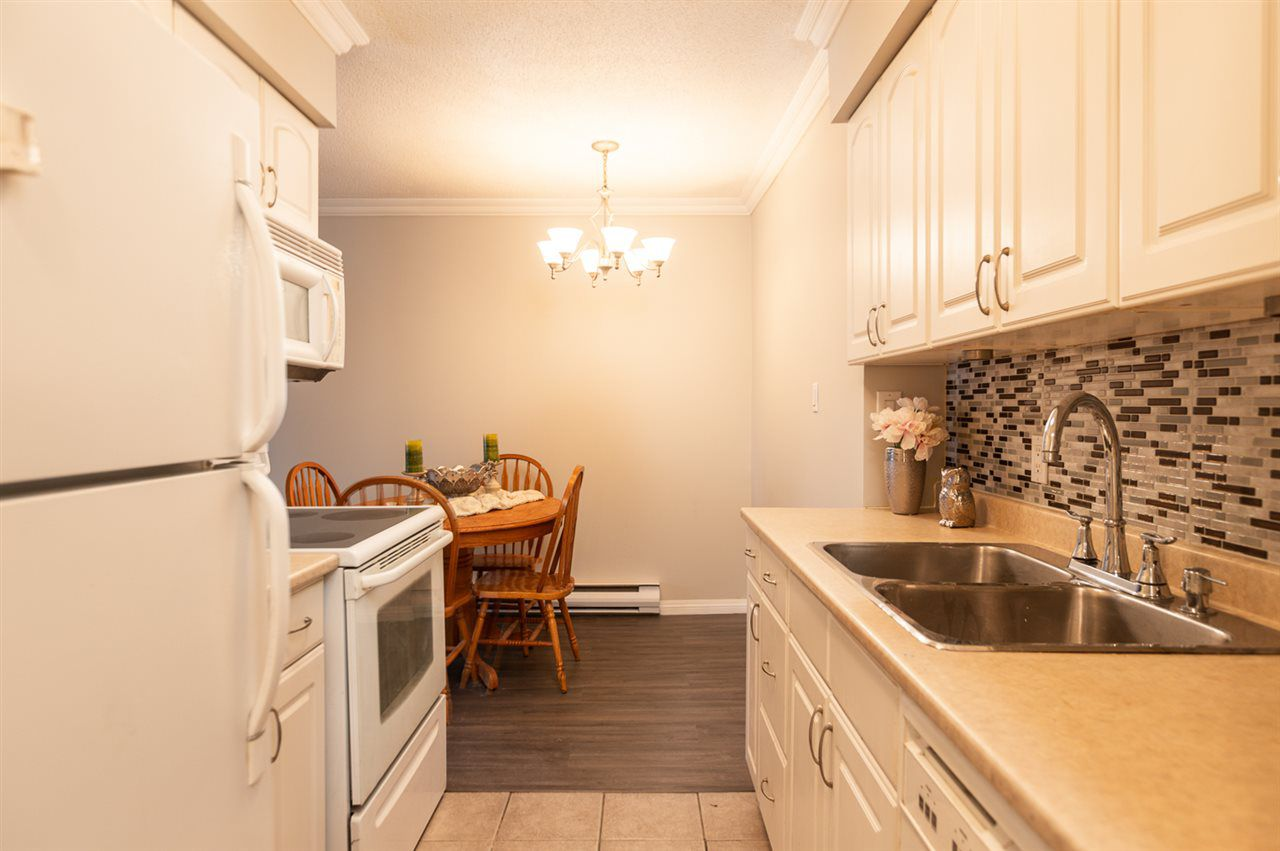 """Main Photo: 215 2211 CLEARBROOK Road in Abbotsford: Abbotsford West Condo for sale in """"Glenwood Manor"""" : MLS®# R2342192"""