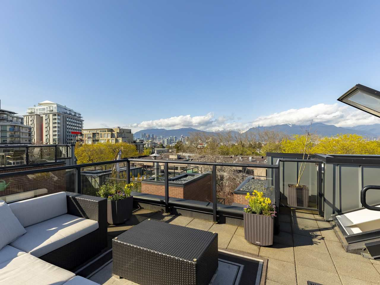 """Main Photo: 2709 GUELPH Street in Vancouver: Mount Pleasant VE Townhouse for sale in """"THE BLOCK"""" (Vancouver East)  : MLS®# R2357559"""