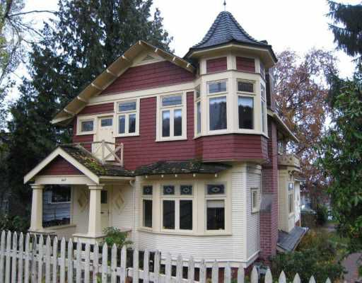 Main Photo: 267 W Queens Road in North Vancouver: Upper Lonsdale House for sale : MLS®# V798573
