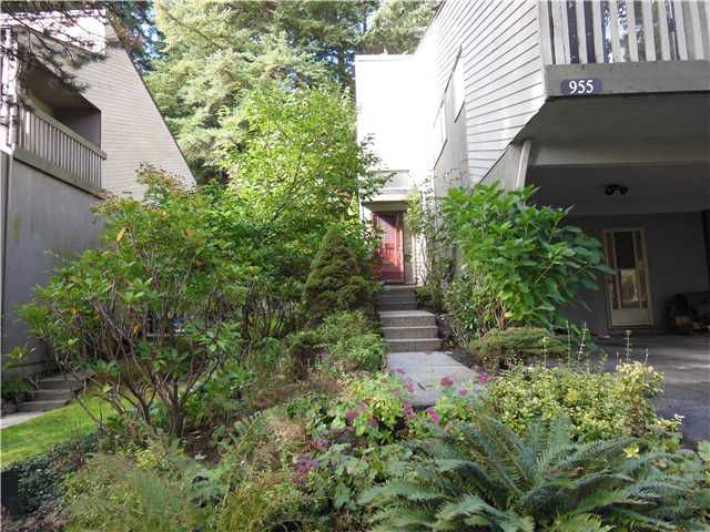 """Main Photo: 955 HERITAGE Boulevard in North Vancouver: Seymour Townhouse for sale in """"Heritage In The Woods"""" : MLS®# V1031683"""