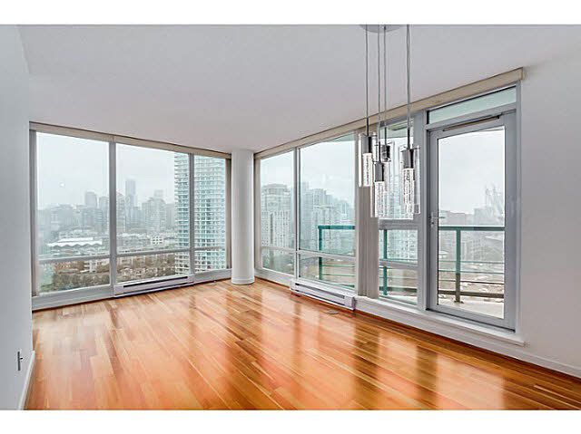 """Main Photo: 2101 1033 MARINASIDE Crescent in Vancouver: Yaletown Condo for sale in """"QUAY WEST"""" (Vancouver West)  : MLS®# V1086018"""