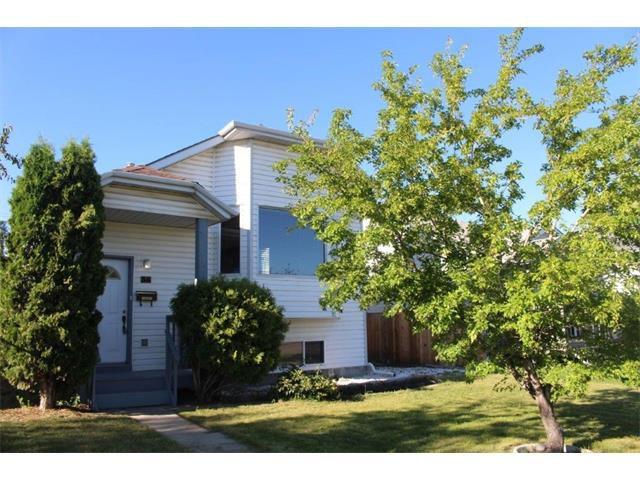 Main Photo: 36 ERIN MEADOW Way SE in Calgary: Erinwoods House for sale : MLS®# C4022030