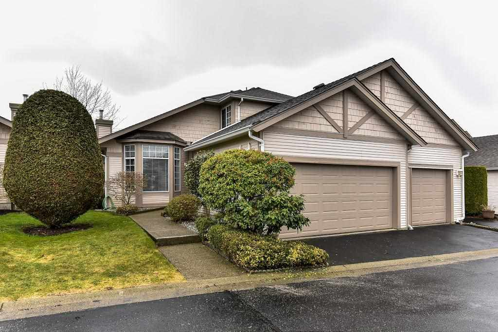 """Main Photo: 95 9012 WALNUT GROVE Drive in Langley: Walnut Grove Townhouse for sale in """"QUEEN ANNE GREEN"""" : MLS®# R2140275"""