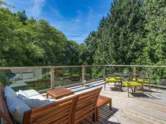 Main Photo: 4 1786 ESQUIMALT Avenue in West Vancouver: Ambleside Townhouse for sale : MLS®# R2186401