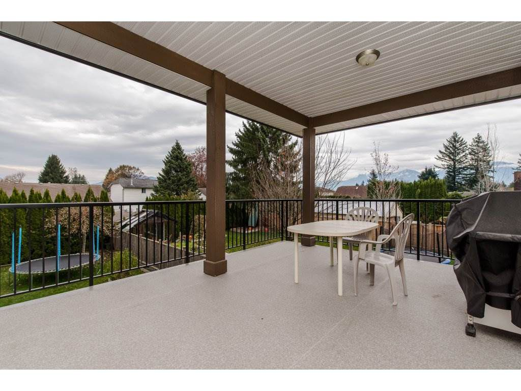 Photo 2: Photos: 45319 CRESCENT Drive in Chilliwack: Chilliwack W Young-Well House for sale : MLS®# R2221140