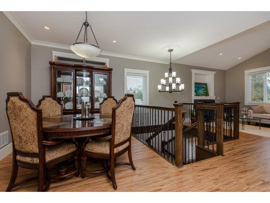Photo 5: Photos: 45319 CRESCENT Drive in Chilliwack: Chilliwack W Young-Well House for sale : MLS®# R2221140
